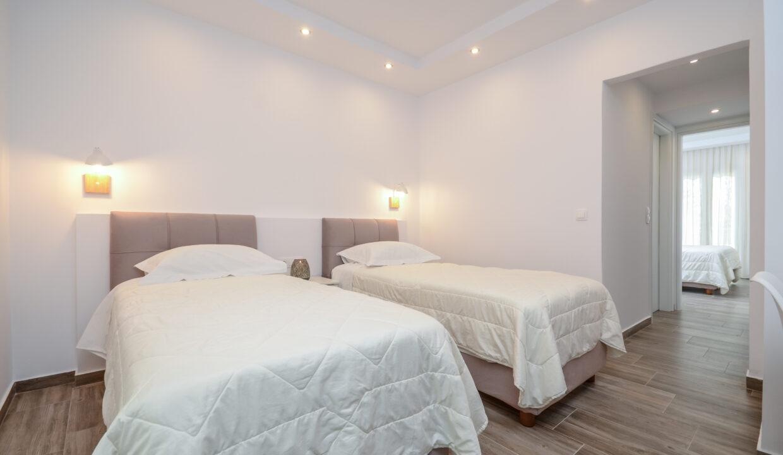 108 family suite top floor sun beach (5)