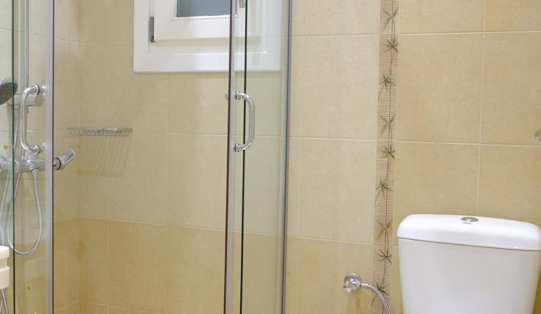valea villa bathrooms (2)