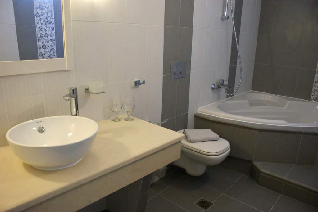 Standard-Double-room-alkyoni-bathroom-1024x683