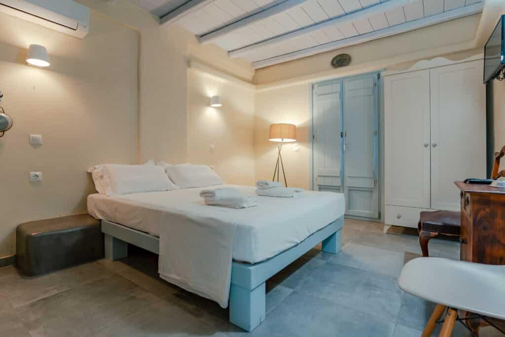 Upper studio bedroom 1