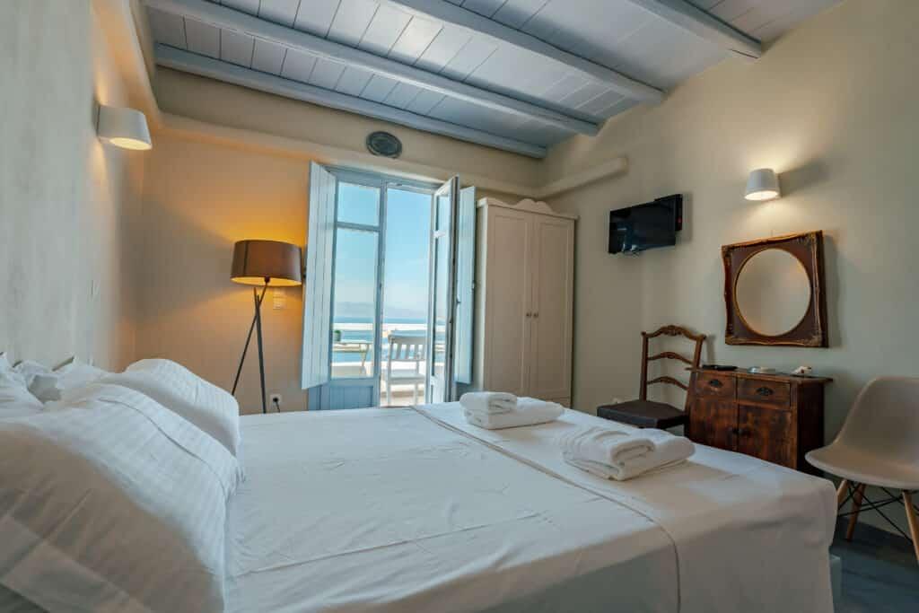 Upper studio bedroom 4