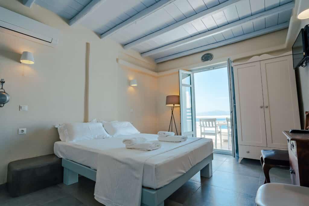Upper studio bedroom 8