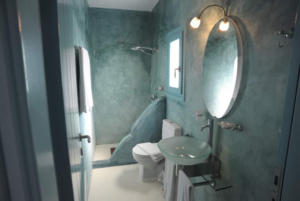 bathroom-of-deluxe-double-room-1024x686