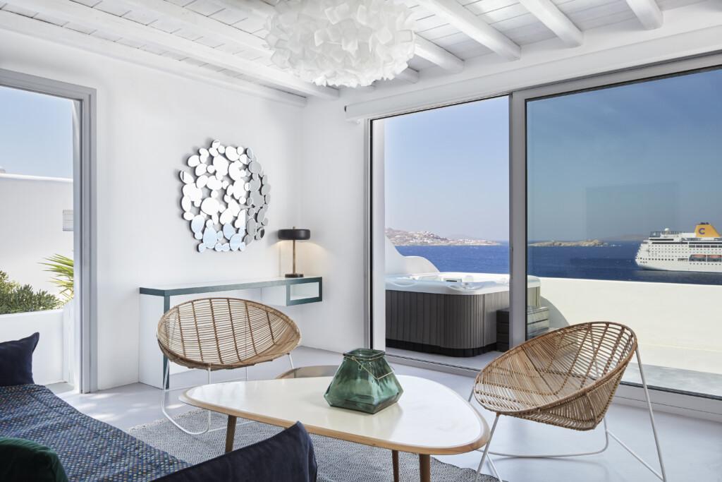 Deluxe jacuzzi suite Kouros Hotel (12)