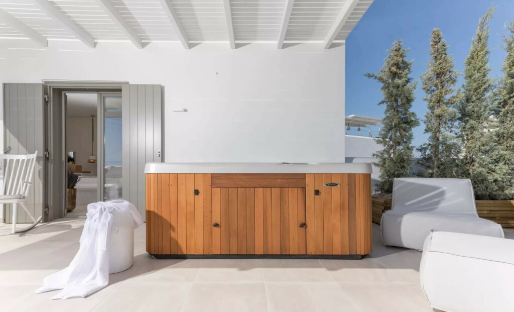 sea view suite with air jet tub (1)