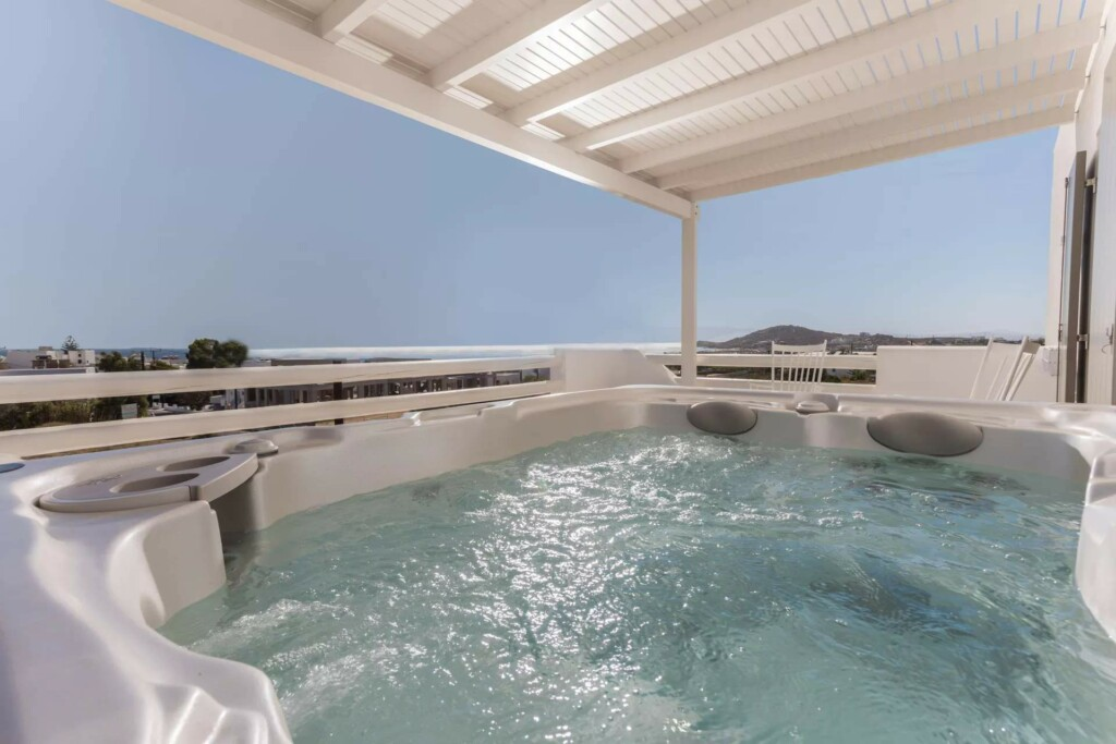 sea view suite with air jet tub (2)