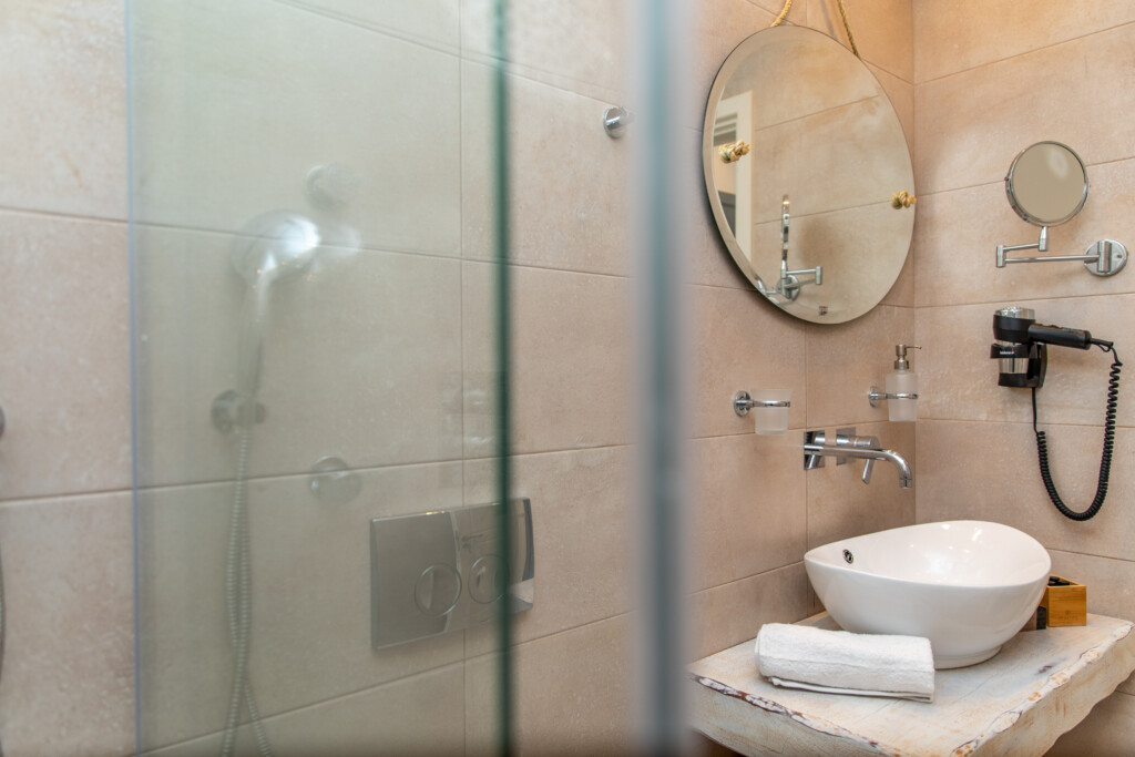 sea view suite with jet tub (3)